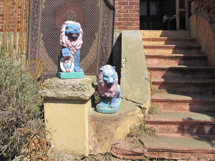 Smurf-coloured lions, Duke Street, East Fremantle